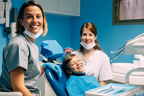 Dentalvibe certified pain-free pediatric dentist discussing checkup and cleaning with mother and child